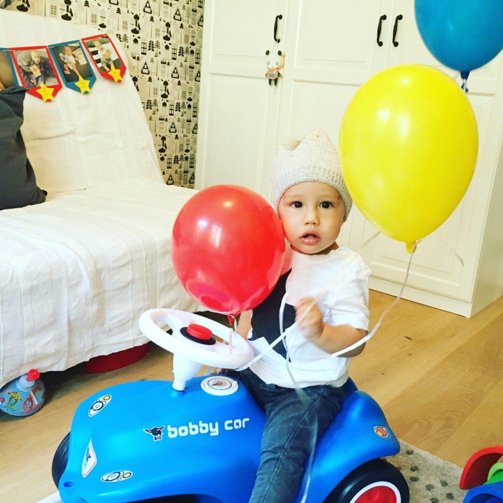 Ballons und Bobbycar