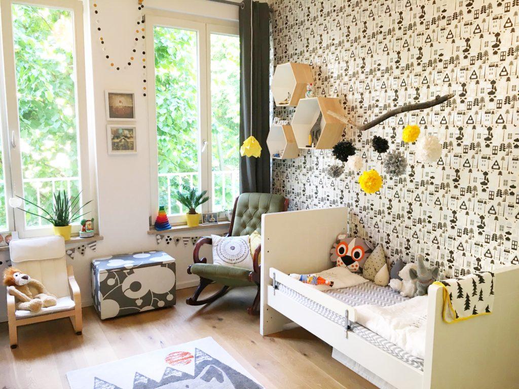 Roomtour / Linos Kinderzimmer / Monochrom mit Farbtupfern ⋆ Bunt ...